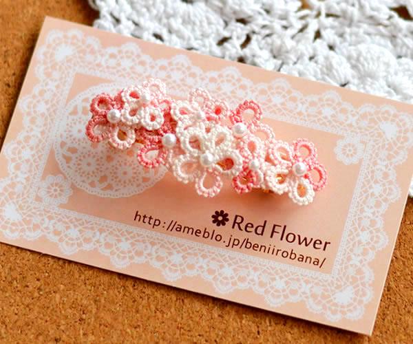 一編みずつ心を込めて丁寧に手編みをした大・小のお花のモチーフ